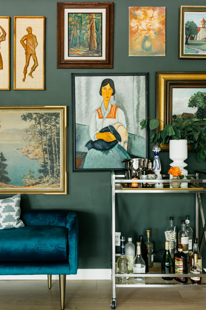 A moody vintage dining room interior design project by Studio Plumb