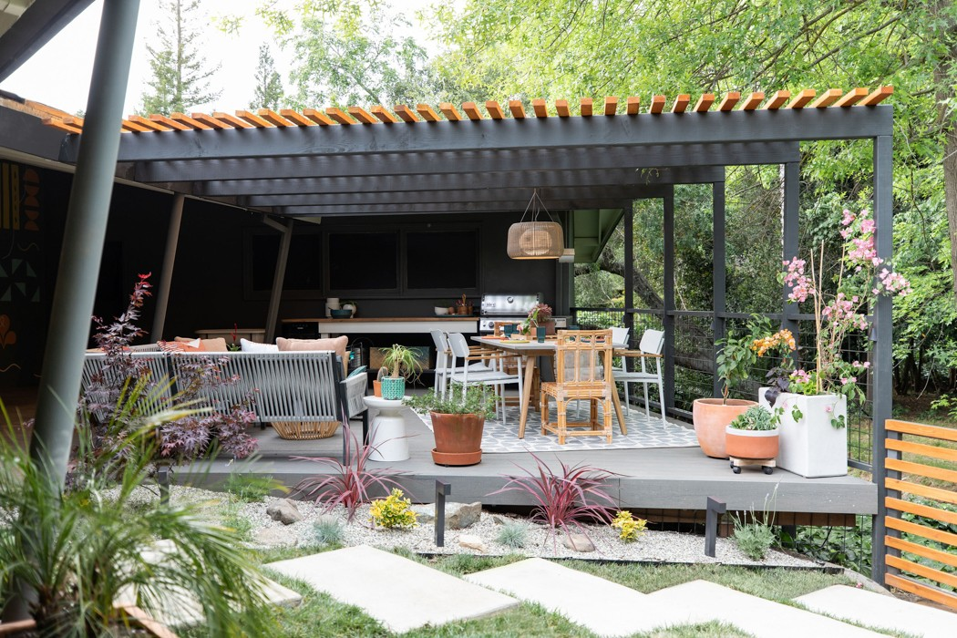 Patio pergola design by Studio Plumb